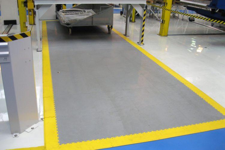 Разметка складских и производственных помещений ПВХ плиткой